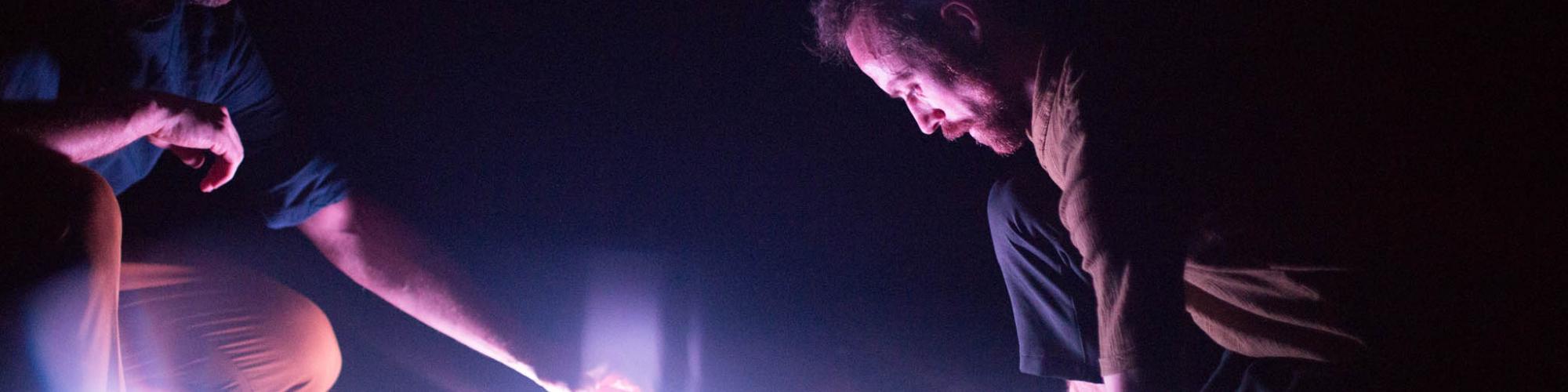 Crédit : Vanessa Fortin. Gigue in the dark 2.0 de Lük Fleury, Sandrine Martel-Laferrière, Ian Yaworski; avec Sébastien Chalumeau, Antoine Turmine